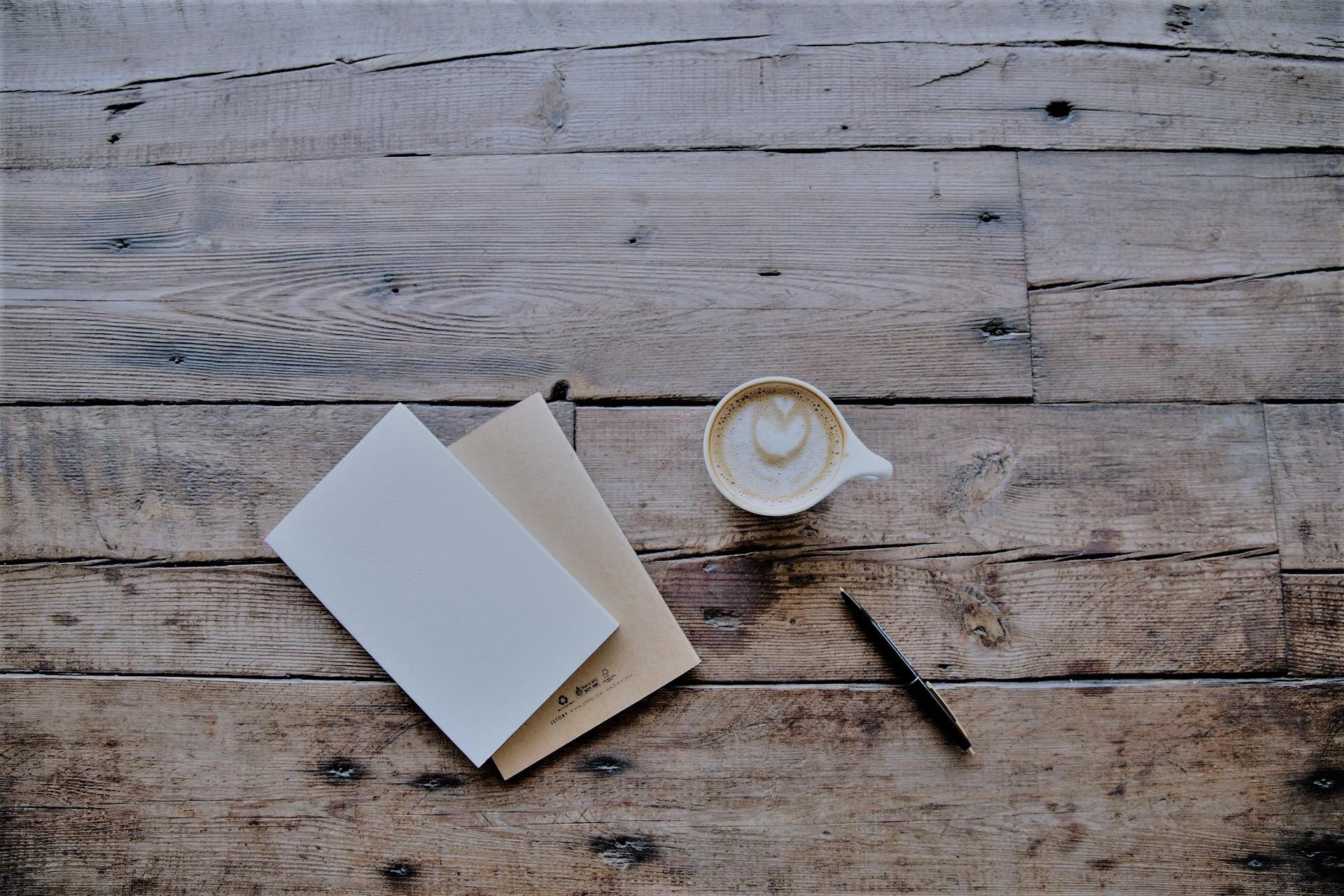Morgenseiten_Kaffee_Tisch_Journal